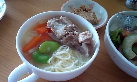 豚スペアリブとそら豆のスープパスタが美味しい無添加レシピ