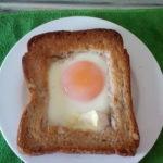 目玉焼き入りトーストにカマンベールも加えて作ってみた!