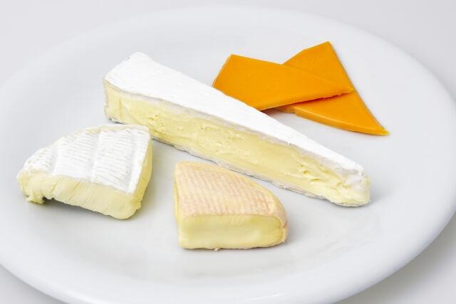 ナチュラルチーズとプロセスチーズの違いは?健康に良いのはナチュラル?